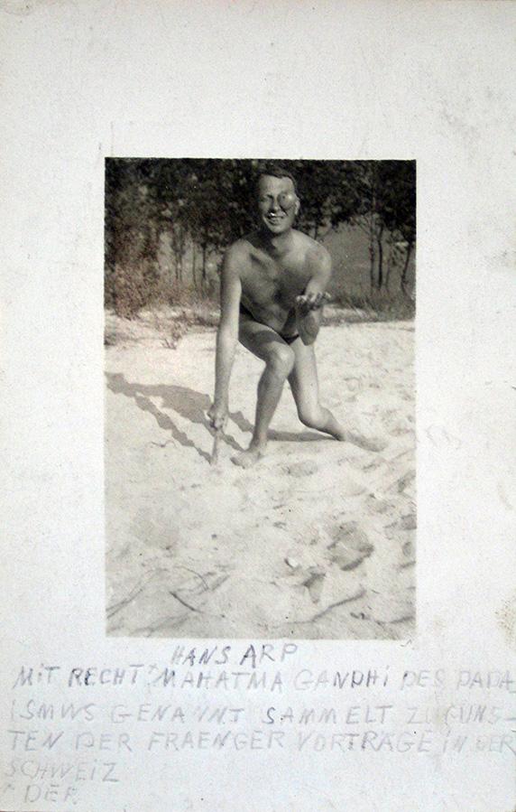 Postkarte von Hans Arp an Wilhelm Fraenger mit Portraitfoto, 1925